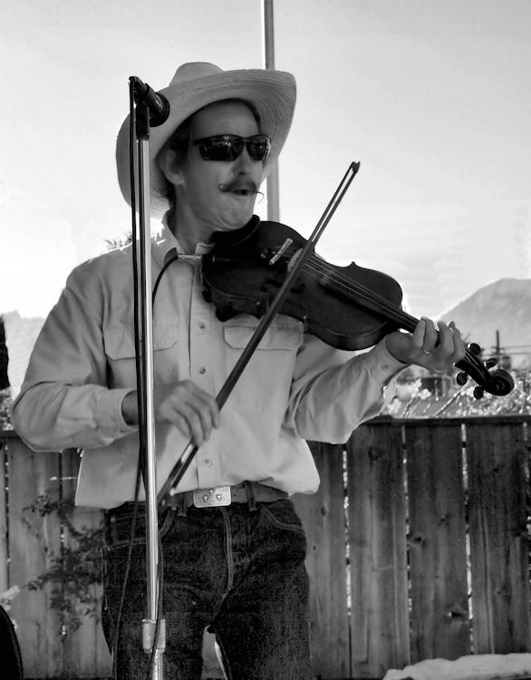 B&W Fiddlin' Pete1